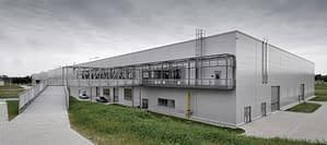 Hala produkcyjna w Rawie Mazowieckiej budowana przez Rex-Bud Budownictwo - generalny wykonawca z Łodzi dla Kingspan